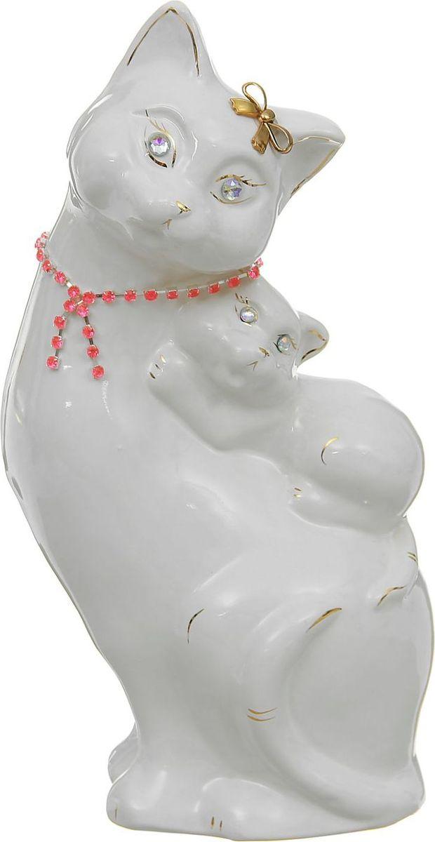 Копилка Керамика ручной работы Кошка с котенком, 15 х 11 х 31 см1170526Копилка — универсальный вариант подарка любому человеку, ведь каждый из нас мечтает о какой-то дорогостоящей вещи и откладывает или собирается откладывать деньги на её приобретение.Вместительная копилка станет прекрасным хранителем сбережений и украшением интерьера. Она выглядит так ярко и эффектно, что проходя мимо, обязательно захочется забросить пару монет.Обращаем ваше внимание, что копилка является одноразовой.