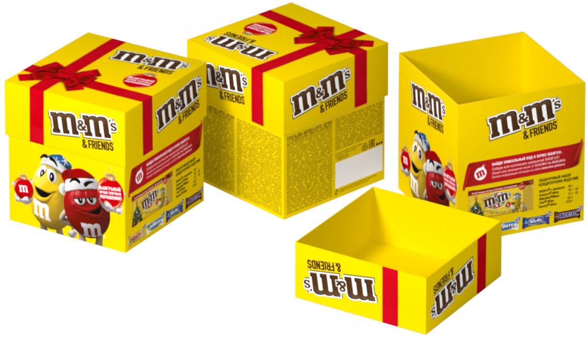 M&Ms and Friends Кубик подарочный набор, 132 г4607065004439Новогодний набор M&Ms и Друзья - отличный подарок для родных, близких, детей и коллег! В наборе - только самые известные и любимые шоколадные батончики, конфеты и драже: Сникерс, Твикс, Баунти и, кончено же, M&Ms! Яркая упаковка дополняет этот разнообразный ассортимент и делает ваш подарок по-настоящему незабываемым!