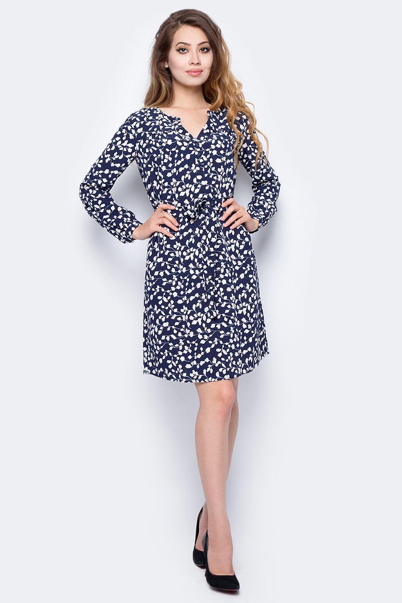 Платье Sela, цвет: синий. D-117/1163-7320. Размер 50D-117/1163-7320Стильное платье от Sela выполнено из высококачественного материала. Модель выше колен полуприлегающего силуэта с длинными рукавами на груди застегивается на пуговицы, на талии дополнена поясом.