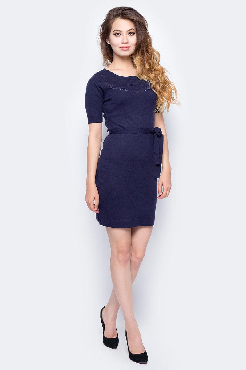 Платье Sela, цвет: синий. DSw-117/227-7321. Размер XL (50)DSw-117/227-7321Стильное платье от Sela выполнено из пряжи сложного состава. Модель полуприлегающего силуэта с короткими рукавами на талии дополнено поясом.