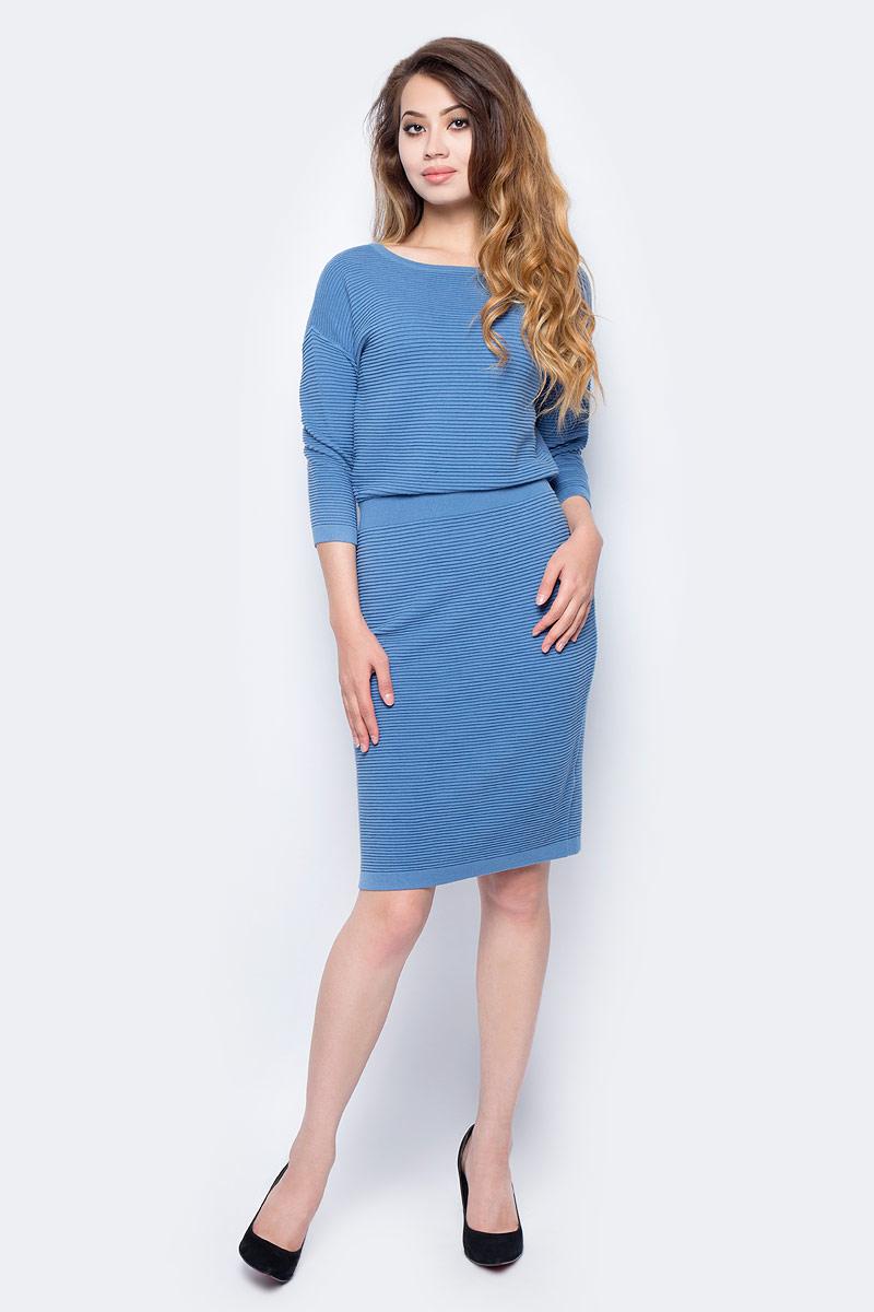 Платье Sela, цвет: серо-голубой. DSw-317/1144-7311. Размер L (48)DSw-317/1144-7311Стильное платье от Sela выполнено из пряжи сложного состава. Модель полуприлегающего силуэта с рукавами 3/4 со спущенным плечом и круглым вырезом горловины.