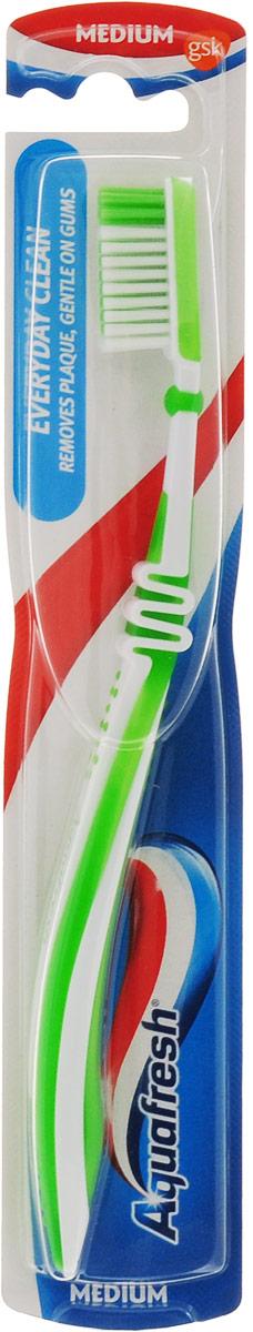 Aquafresh Зубная щетка Everyday Clean, средней жесткости, цвет зеленый20021690_зеленыйЗубная щетка для ежедневной чистки имеет: уникальное гибкое соединение головки и ручки щетки, которое позволяет контролировать степень надавливания щетки на зубы и бережно удалять зубной налет; закругленную форму щетинок, которая не повреждает эмаль зубов и десны; эргономичную ручку.Чрезмерное надавливание может привести к поломке основания головки щетки.Товар сертифицирован.