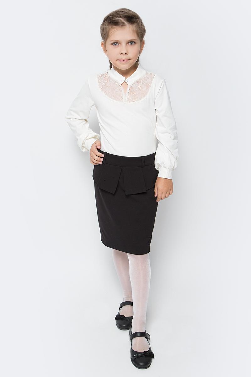 Блузка для девочки Nota Bene, цвет: молочный. CJR270462A17. Размер 128CJR270462A17/CJR270462B17Блузка для девочки Nota Bene выполнена из хлопкового трикотажа с кружевной отделкой. Модель с длинными рукавами застегивается на пуговицу.