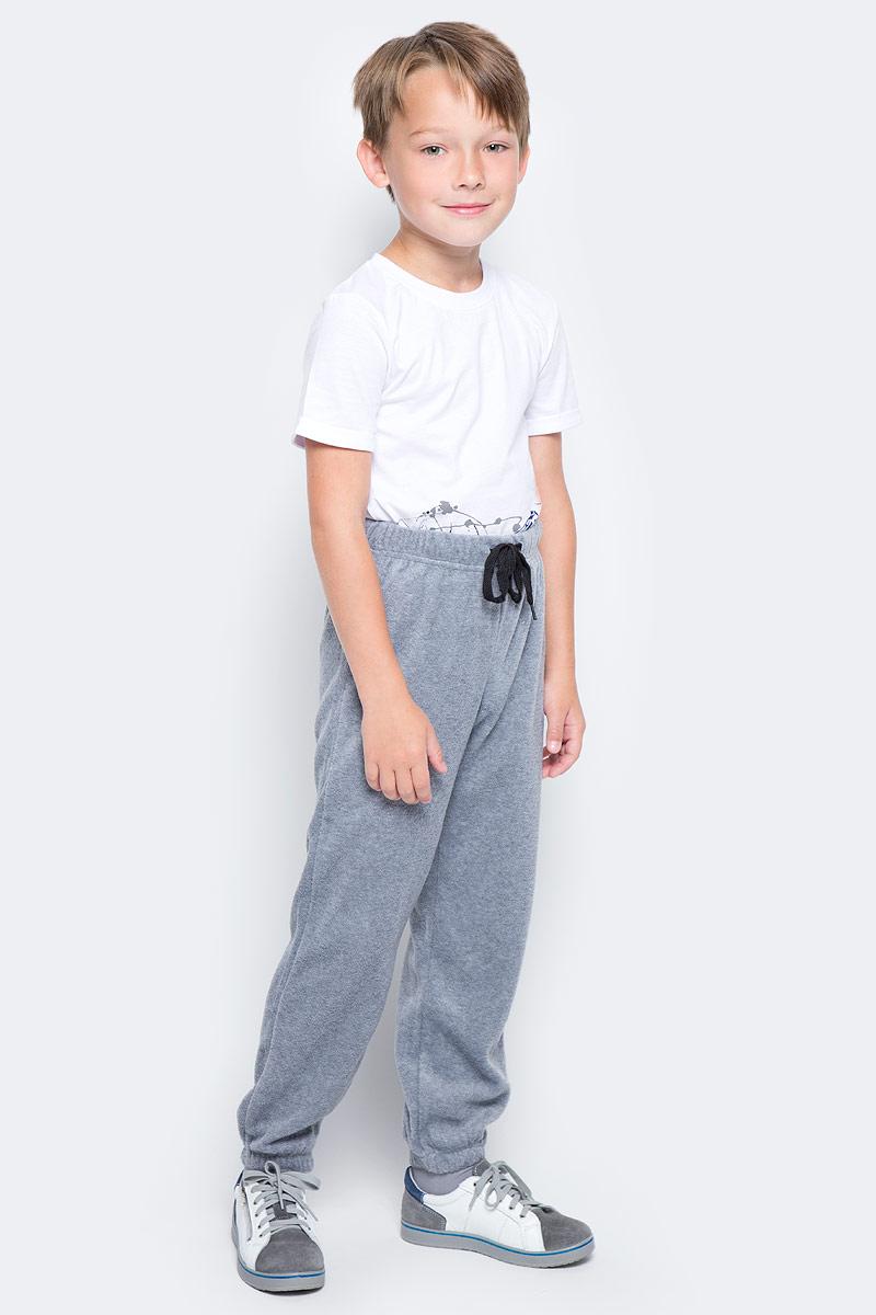 Брюки спортивные для мальчика PlayToday, цвет: серый. 370005. Размер 110370005Спортивные брюки PlayToday выполнены из полиэстера. Пояс модели на широкой удобной резинке, не сдавливающей живот ребенка, дополнен регулируемым шнуром-кулиской.