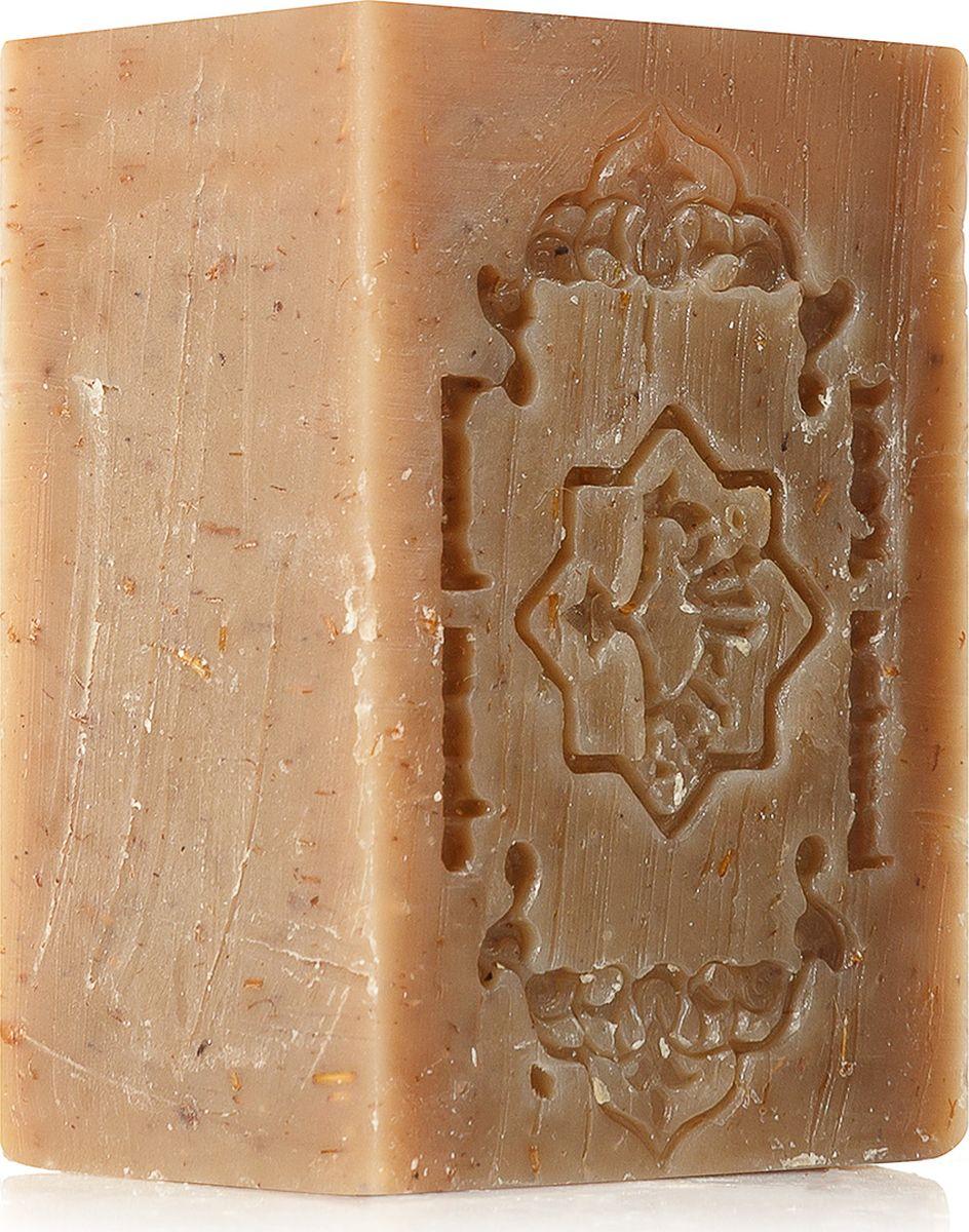 Зейтун Натуральное оливково-лавровое мыло Премиум №2 с травами, 150 гZ1002Секреты особенностей ухода за разными типами кожи были открыты много веков тому назад. Так, традиционный подход к очищению жирной кожи самым важным этапом ухода ставит активное питание.Алеппское мыло премиум Zeitun №2 Полевые травы с сушеным чабрецом – это натуральное целебное очищение и легкий пилинг для кожи, склонной к жирности и появлению воспалений, с расширенными порами в Т-зоне и черными точками.Омыленные оливковое, миндальное и кокосовое масла обеспечивают мягкое очищение пор, увлажнение и насыщение питательными веществами, а экстракты шалфея, розмарина, полыни и лаванды регулируют себовыделение, снимают воспаления в устьях сальных желез и улучшают цвет кожи.Подробнее:Нужно ли добавлять в мыло для жирной кожи максимум подсушивающих компонентов? Конечно, нет: ведь ошибочное мнение о необходимости подсушивания приводит к еще более активному выделению кожного жира. Именно поэтому в составе травяного мыла наряду с себорегулирующими травами – балансирующие свойства питательных масел:Экстракт шалфея прекрасно воздействует на кожу с выраженным жирным блеском, снижает выработку кожного себума, матирует, снимает и предотвращает появление очагов воспалений. Также шалфей способствует нормализации гормонального фона, следствием которого может быть чрезмерная жирность кожи.Экстракты розмарина и лаванды снимают раздражения, предотвращают покраснение кожи, успокаивают, обеспечивают достаточный уровень увлажненности, что необходимо в случае комбинированной кожи.Экстракт полыни обладает мощным противовоспалительным и тонизирующим действием, предотвращает закупоривание пор, оздоравливает эпидермис и придает коже здоровый цвет.Чабрец в молотом виде обеспечивает натуральный пилинг и очищение пор. Мелкие частички травы совершенно не травмируют, но эффективно удаляют глубокие загрязнения и деликатно полируют поверхность кожи.Омыленные масла (оливковое, кокосовое) – натуральная моющая основа алеппского мыла,