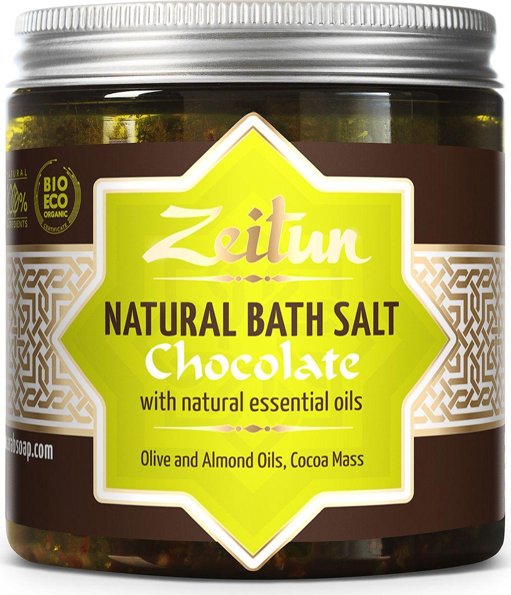 Зейтун Аромасоль для ванны шоколадная, 200 млZ2106Знаете ли вы, каково это – купаться в шоколаде? Это вовсе не сказка: просто погрузитесь один раз в целебную солевую ванну, наполненную умопомрачительным ароматом какао и ванили, и предайтесь безграничному удовольствию!Шоколадная ароматическая соль для ванн Zeitun содержит настоящие тертые бобы какао и измельченные стручки ванили, чей аромат способен наполнить вас ощущением счастья и открыть для вас истинный вкус к жизни. Кроме того, эти компоненты прекрасно питают кожу, делая ее упругой, гладкой и сияющей.Основа из солей Мертвого моря и Индийского океана обеспечивает коже самое богатое микроэлементное питание и оздоровление, а гидрофильные масла оливы и миндаля глубоко увлажняют, полностью впитываясь и не оставляя масляных разводов на воде.В составе шоколадной соли Мертвого моря и Индийского океана – настоящее ароматное какао в сочетании глубоко увлажняющими растительными маслами:Измельченные какао бобы – источник около 500 полезных активных веществ: витаминов, минералов, микро- и макроэлементов. Какао превосходно смягчает сухую, обезвоженную кожу, придает ванной процедуре ни с чем не сравнимый шоколадный аромат, обеспечивает прилив эндорфинов.Ваниль обладает прекрасными антиоксидантными свойствами, снимает кожные раздражения, превосходно регенерирует, дарит шоколадному аромату теплый пикантный оттенок.Соль Мертвого моря – самая настоящая кладезь для здоровья, у которой нет ни единого аналога в мире. Богатая микроэлементами соль поистине волшебно воздействует на общее состояние организма, борется с кожными заболеваниями, снимает усталость мышц и суставов.Соль Индийского океана обладает уникальным макро- и микроэлементным составом, который высоко ценится в медицине и косметологии. Соль способствует активному насыщению клеток практически всем спектром необходимых веществ, программирует кожу на правильное усвоение и распределение энергии, препятствуя накапливанию жировых отложений.Гидрофильные масла (оливковое, миндальн