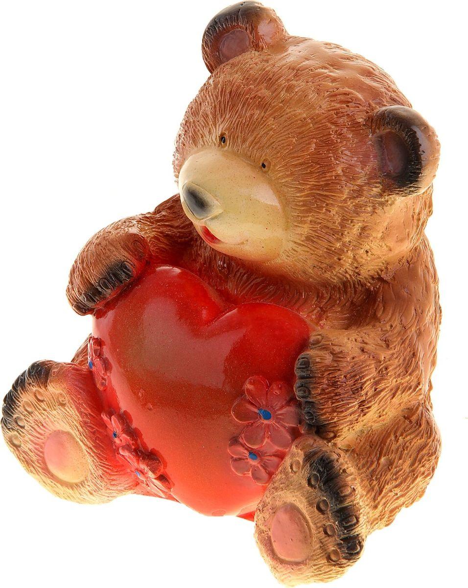 Копилка Медведь с сердцем, 12 х 16 х 19 см1016635Копилка — универсальный вариант подарка любому человеку, ведь каждый из нас мечтает о какой-то дорогостоящей вещи и откладывает или собирается откладывать деньги на её приобретение. Вместительная копилка станет прекрасным хранителем сбережений и украшением интерьера. Она выглядит так ярко и эффектно, что проходя мимо, обязательно захочется забросить пару монет.
