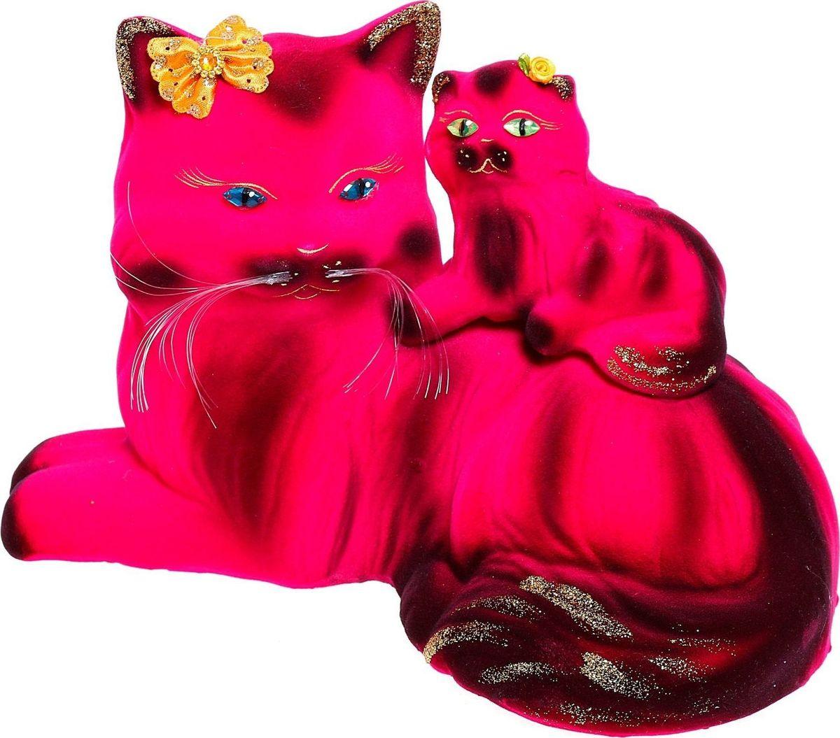 Копилка Керамика ручной работы Кошка с котенком, 17 х 29 х 20 см1040693Копилка — универсальный вариант подарка любому человеку, ведь каждый из нас мечтает о какой-то дорогостоящей вещи и откладывает или собирается откладывать деньги на её приобретение. Вместительная копилка станет прекрасным хранителем сбережений и украшением интерьера. Она выглядит так ярко и эффектно, что проходя мимо, обязательно захочется забросить пару монет.
