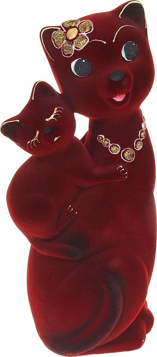 Копилка Керамика ручной работы Кошка Сьюзи с котенком, цвет: бордовый, 10 х 15 х 32 см1067592Помните, как порой бывают необходимы не очень большие средства на какое-то нужное и важное дело, но они отсутствуют? Забудьте. В тот момент у вас не было копилки, которая помогла бы в сбережении денег.Изделие в виде котов поспособствует изгнанию злых духов из дома и защищает от сглаза. Кот символизирует домашний уют, тепло семейных отношений, психологический и эмоциональный комфорт.Обращаем ваше внимание, что копилка является одноразовой.