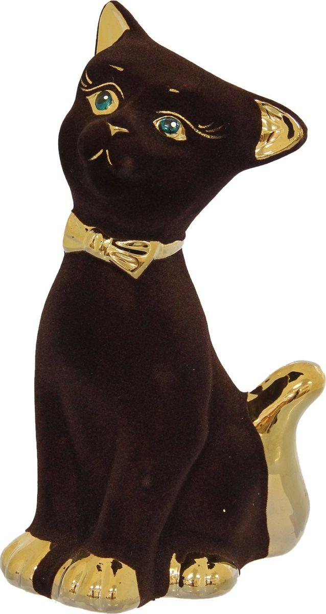 Копилка Керамика ручной работы Матвей, 8 х 12 х 24 см1113112Помните, как порой бывают необходимы не очень большие средства на какое-то нужное и важное дело, но они отсутствуют? Забудьте. В тот момент у вас не было копилки, которая помогла бы в сбережении денег.Изделие в виде котов поспособствует изгнанию злых духов из дома и защищает от сглаза. Кот символизирует домашний уют, тепло семейных отношений, психологический и эмоциональный комфорт.Обращаем ваше внимание, что копилка является одноразовой.