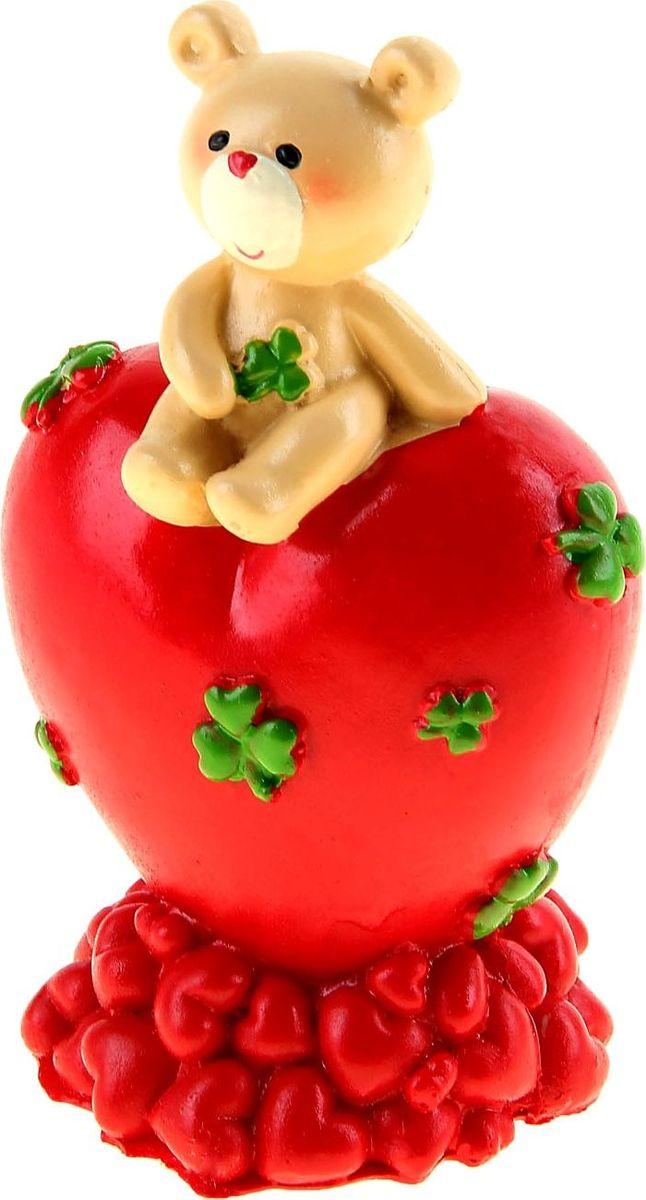 Копилка Мишутка на сердце, 7 см х 8 см х 14 см842313Думая, как порадовать любимого человека в День Святого Валентина, вы можете выбрать не просто милый сувенир, но подарок, в котором будут гармонично сочетаться красота и функциональность. Очаровательная Копилка Мишутка на сердце станет приятным сюрпризом, который не только оживит стол или полку, но и станет удобным местом для хранения монет, которые порой так оттягивают кошелек или карман. Подарить радость просто!Копилка является многоразовой, что позволит вам воспользоваться накопленными деньгами в любой момент.