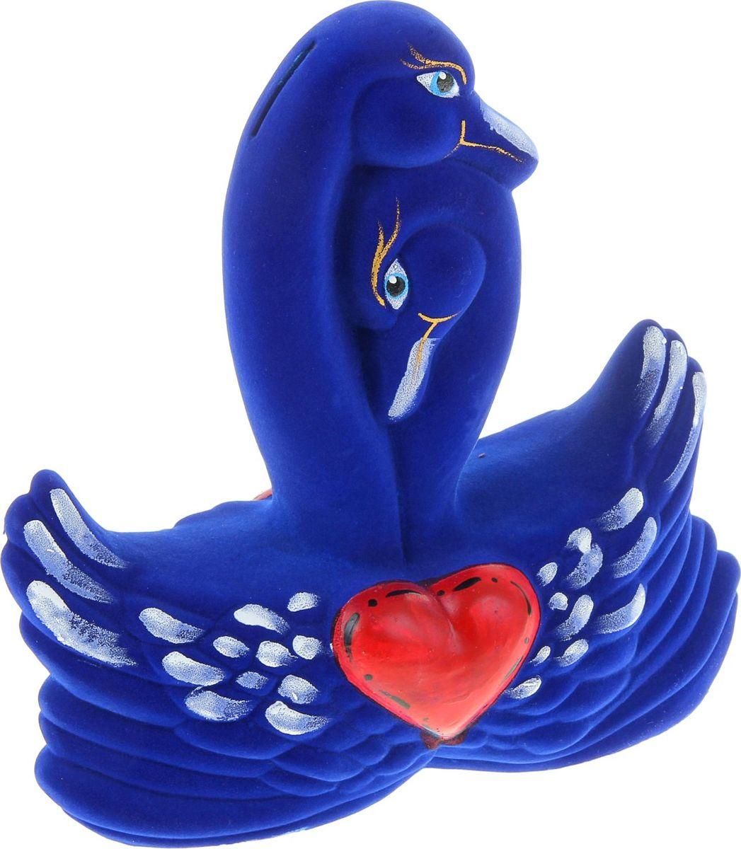 Копилка Керамика ручной работы Лебеди, 24 х 7 х 24 см884511Если вы стремитесь приумножить свои доходы, поместите копилку с пернатым товарищем в спальню. Складывайте в неё монетки любого достоинства, и будете приятно удивлены накопленной суммой. Птицы являются олицетворением полёта души, любви, счастья, а также вдохновляют на развитие, процветание и оптимизм.Обращаем ваше внимание, что копилка является одноразовой.