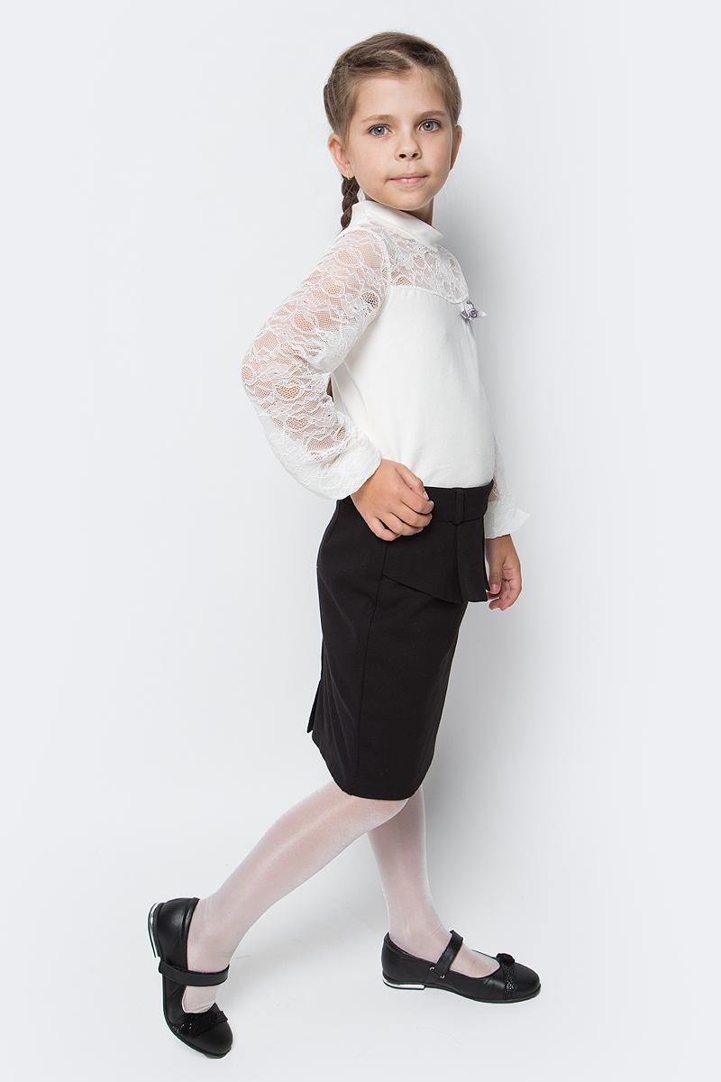 Блузка для девочки Nota Bene, цвет: молочный. CJR270471A17. Размер 140CJR270471A17/CJR270471B17Блузка для девочки Nota Bene выполнена из хлопкового трикотажа в сочетании с гипюром. Модель с длинными рукавами и воротником-стойкой.