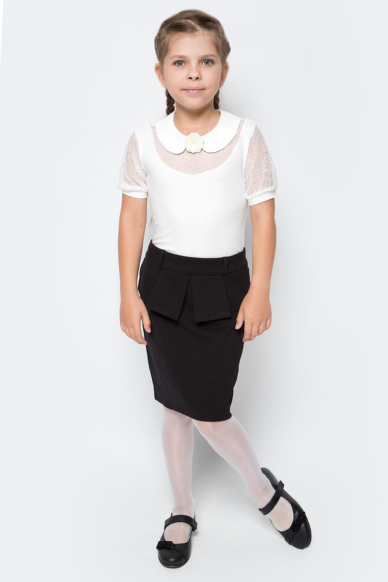 Блузка для девочки Nota Bene, цвет: молочный. CJR270442A17. Размер 128CJR270442A17/CJR270442B17Блузка для девочки Nota Bene выполнена из вискозы с добавлением эластана. Модель с отложным воротником и короткими рукавами застегивается сзади на пуговицу. Блузка оформлена кружевными вставками. Спереди изделие украшено декоративным цветком.