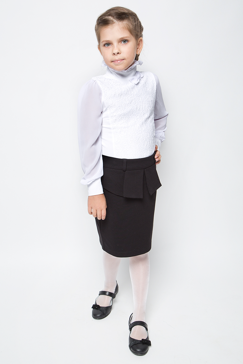 Блузка для девочки Luminoso, цвет: белый. 728162. Размер 128728162Детская блузка Luminoso выполнена из хлопка с добавлением эластана. Модель имеет длинные рукава с эластичными манжетами и воротник-стойку с рюшами. Сзади застегивается на пуговицы. Блузка украшена кружевом и бантиком.