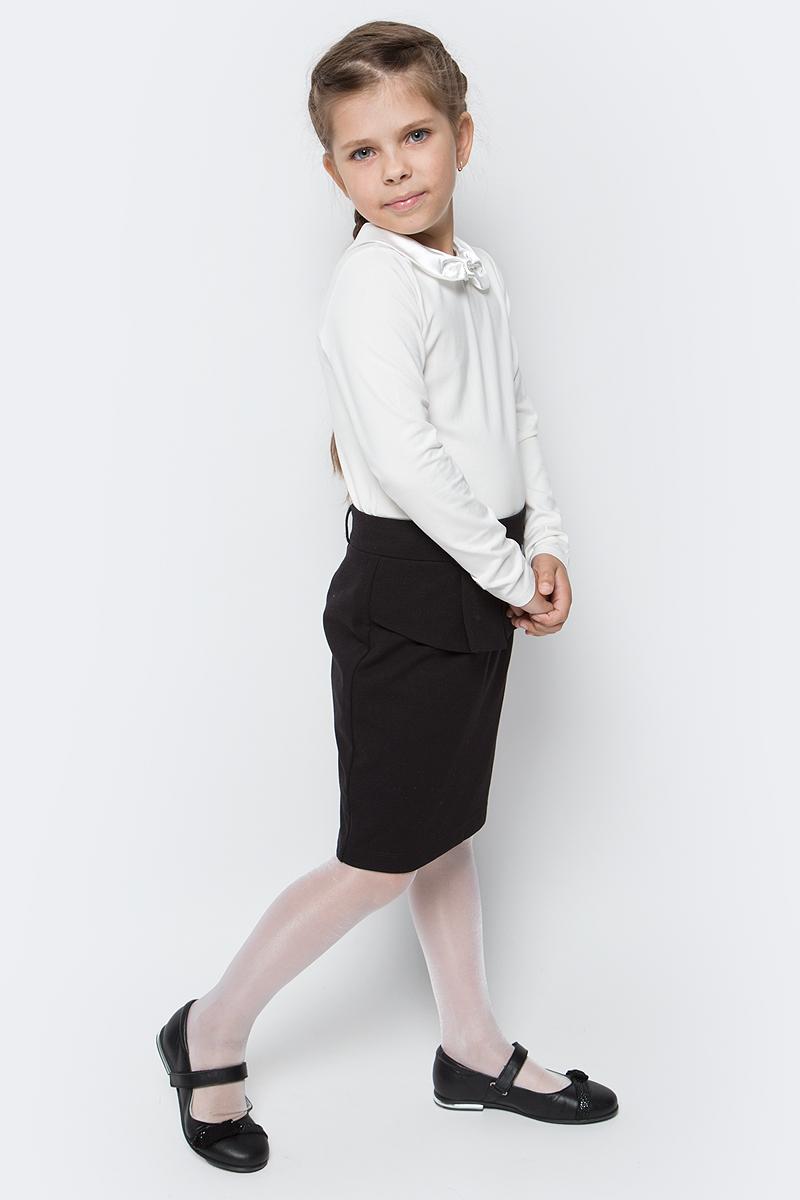 Блузка для девочки Vitacci, цвет: слоновая кость. 2173007-25. Размер 1522173007-25Школьная блузка для девочки от Vitacci выполнена из эластичного хлопкового трикотажа. Модель с длинными рукавами и отложным атласным воротничком на спинке застегивается на пуговицы.