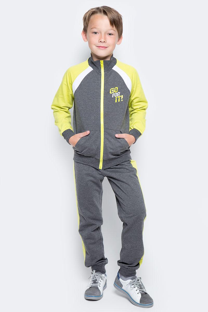 Спортивный костюм для мальчика PlayToday, цвет: темно-серый, желтый. 370006. Размер 128370006Спортивный костюм PlayToday состоит из толстовки и брюк. Толстовка с длинными рукавами и воротником-стойкой на молнии. Горловина, манжеты и низ изделия на мягких трикотажных резинках. Пояс брюк на резинке, не сдавливающей живот ребенка, дополнен регулируемым шнуром-кулиской. Низ брючин на мягких трикотажных манжетах. Боковины брюк дополнены лампасами.