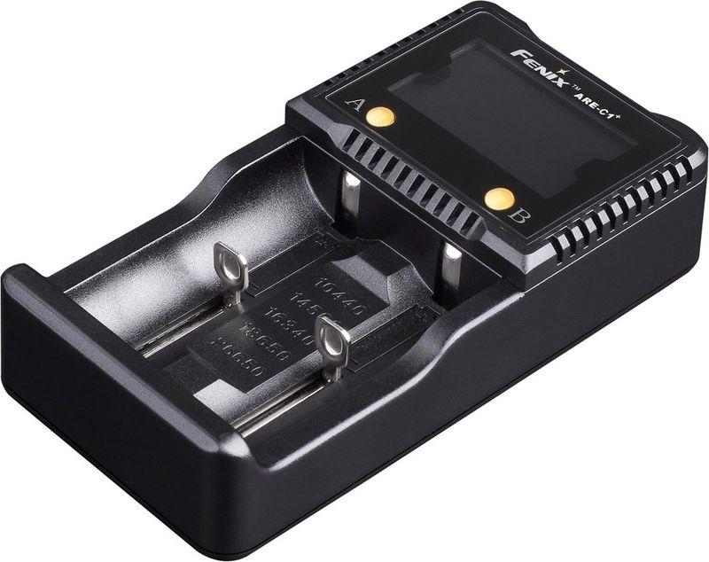 Зарядное устройство Fenix ARE-C1+ARE-C1plusКомпания Fenix предлагает отличное зарядное устройство с парой независимыми слотами. Это модель Fenix ARE-C1+. Она подходит практически для всех популярных разновидностей перезаряжаемых многократно аккумуляторов. В том числе, это пальчиковые, микропальчиковые и формата С аккумуляторы никель-металлгидридного и никель-кадмиевого типов. Еще больше разновидностей подходит среди литий-ионных аккумуляторов: 26650, 18650, 16340 — востребованные для фонарей аккумуляторы, 14500, 10440 — небольшие, но часто встречающиеся элементы питания.Данное устройство способно заряжать сразу два разных по параметрам элемента питания, поскольку его слоты являются полностью автономными. Fenix ARE-C1+ самостоятельно распознает тип аккумулятора, его емкость и выбирает оптимальную программу для зарядки. Все данные об этом процессе отображаются на экране. Продолжительность зарядки полностью зависит от свойств аккумулятора, но время можно отслеживать в зависимости от того, сколько полосок светится на изображенной на экране батареи. Если только одна и та мигает, то заряда менее 20%. Одна постоянно светящаяся и еще одна мигающая — 20-40%; три, из которых одна мигает — 40-60%; всего четыре — 60-80%, четыре светящихся и одна мигающая — более 80%, все пять светящихся — 100%.В пользу приобретения этой модели зарядного устройства говорит перечень встроенных механизмов защиты для аккумуляторов: от перезарядки или переразрядки, короткого замыкания, переполюсовки. Это помогает продлить срок эксплуатации элементов питания, а значит — сэкономить средства владельца зарядки.Работает Fenix ARE-C1+ от сети 220V, но если купить дополнительный кабель, то ее можно подключать и к автомобильному прикуривателю.Особенности:установка сразу двух аккумуляторов;широкий диапазон подходящих форматов;многоуровневая защита аккумуляторов;информативный экран для отображения текущей ситуации;для аккумуляторов АА, ААА, С напряжение составляет 1,5V;для аккумуляторов 18650, 26650, 16340, 1