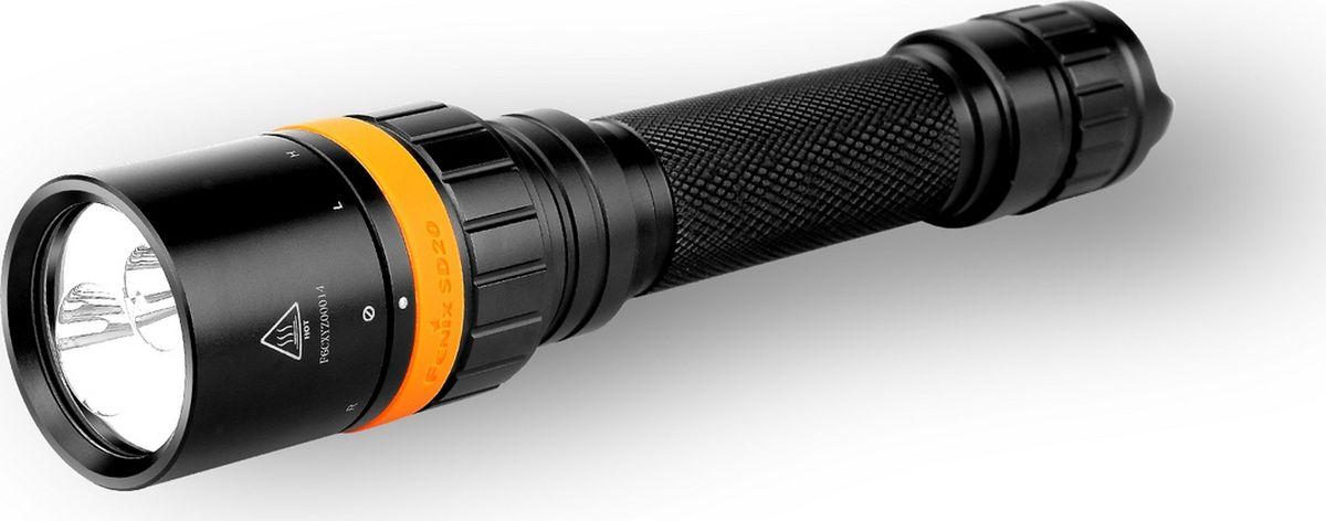 Фонарь для дайвинга Fenix SD20, цвет: черныйSD20Описание подводного фонаря Fenix SD20 Cree XM-L2 U2:Фонарь SD20 известного бренда Fenix создан для использования под водой. Он пригодится дайверам, людям, увлеченным подводной охотой, профессиональным водолазам. Фонарь без проблем работает даже на глубине 100 метров. Он располагает двумя светодиодами, каждый из которых дает луч своего цвета. Это помогает пользователям выбрать для себя оптимально подходящие настройки освещения. В то же время, рабочих режимов у этого фонаря не много и выбор одного из них не займет много времени. Красный диод дает 105 люмен света, который распространяется вдаль на 73 метра. Белый же поддерживает два режима. Это High с яркостью 1000 люмен и дальностью освещения 172 метра, а также Low с яркостью 400 люмен и дальнобойностью луча 108 метров.Модель SD20 может работать на элементах питания двух типов: 18650 и CR123A. Однако производители советуют выбирать именно аккумуляторы 18650. Причем, лучше остановиться на качественных моделях известных производителей. В этом случае, фонарь сможет корректно поддерживать все рабочие режимы и светить действительно долго. А вот при выборе литиевых батареек, наиболее яркий режим останется неактивным. Дело в том, что при понижении напряжения до 6,2 В, фонарь переключится на яркость 400 люмен. А при дальнейшем снижении напряжения до 6В, он сможет выдавать только 100 люмен белого света или 25 люмен красного.Чтобы пользователь мог своевременно заменить элементы питания, производители установили в фонарь SD20 индикатор заряда. Для отображения результатов индикации используется красный диод. Он горит в постоянном режиме, когда уровень заряда достаточный, медленно мигает, когда низкий и быстро мигает, если напряжение на критически низком уровне.Для подводного фонаря, водонепроницаемость — одно из основных свойств. SD20 в полной мере соответствует этим требованиям, поскольку уровень его герметичности — IPX-8. Его корпус — двойной. Он сделан из анодированного алюминия.