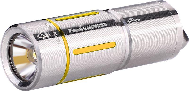 Фонарь ручной Fenix UC02SS, цвет: серебристый, золотистыйUC02SSgoldОписание фонаря Fenix UC02SS:Модель Fenix UC02SS сделана как можно более компактной, удобной и надежной. Этот фонарь работает всего на одном диоде — белом Cree XP-G2 S2. Особенность такого диода состоит в большой продолжительности его жизни. Он предоставит более 50 тысяч часов освещения. Максимально доступная для UC02SS яркость составляет 130 люмен. Это не так уж мало для фонаря-брелока и позволяет качественно освещать предметы или территорию не только на ближнем, но и на среднем расстоянии. Яркость 130 люмен дает режим High. В данном случае, дистанция освещения составляет 48 метров, а до полной разрядки аккумулятора фонарь проработает 25 минут. Второй режим гораздо более экономный. Он дает всего 10 люмен, что увеличивает время работы до разрядки до 3 часов 50 минут. Радиус освещаемой территории при этом составляет 14 метров.Модель UC02SS работает с аккумулятором, который продается вместе с этим фонарем. Его формат — 10180. Такой аккумулятор можно многократно заряжать вновь, а потому прослужит он по-настоящему долго. Кстати говоря, для зарядки батарею не нужно вынимать из корпуса фонарика. Однако фонарю придется открутить голову, чтобы получить доступ к разъему micro-USB. Зарядка полностью разряженного аккумулятора продлится 45 минут. Когда индикатор переключится с красного на зеленый, процесс зарядки будет завершен.Система управления для Fenix UC02SS реализуется при помощи поворотного кольца, которое расположено в районе головы фонарика. UC02SS не запоминает выбранную яркость и включается всегда в режиме Low.Корпус изготавливается из нержавеющего сплава стали. На нем имеются цветные декоративные вставки, которые могут быть синими или же золотыми. В хвосте фонарика имеется стальная петля, в которую можно продеть темляк, цепочку или же шнурок, который входит в комплект. Соответственно, фонарь можно носить так, как вам будет удобно: на шее, в кармане, в сумке или на ключах.Особенности:маленький по разм