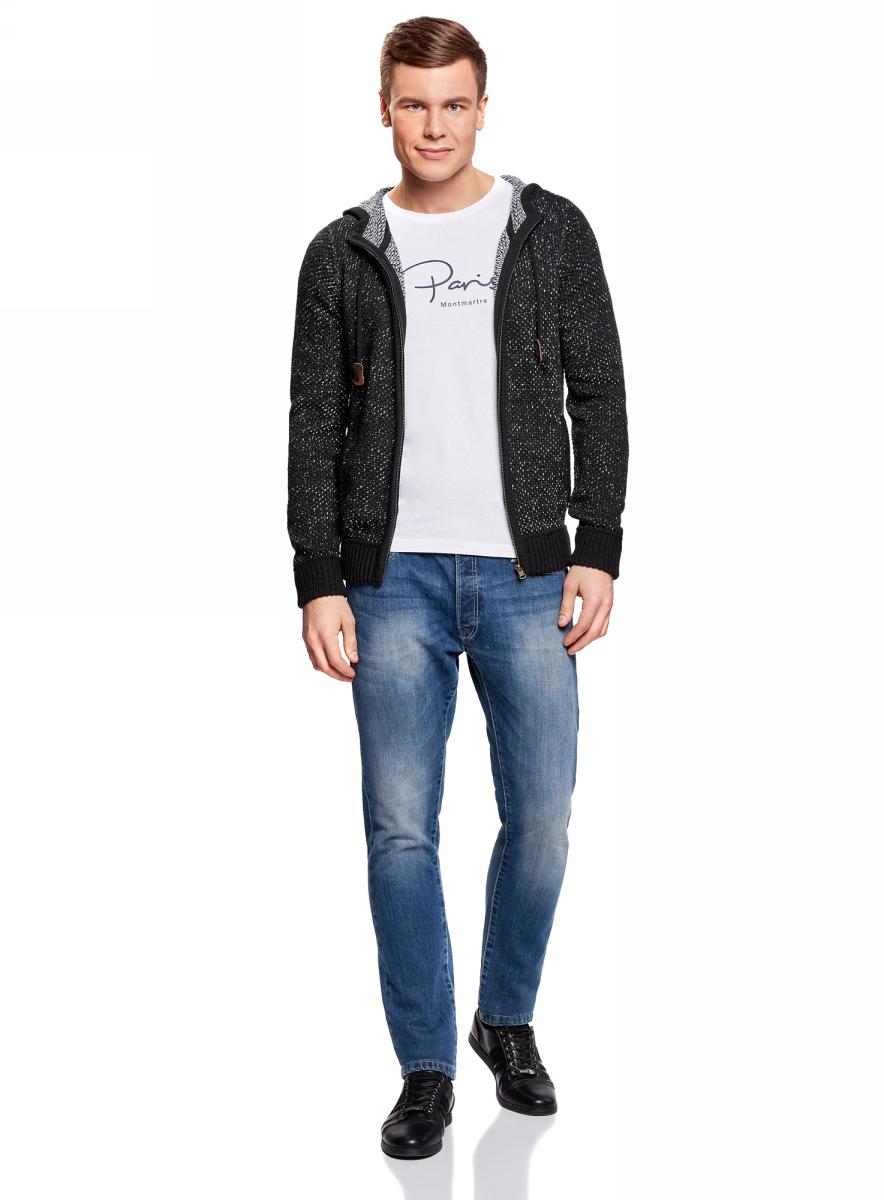 Куртка мужская oodji Lab, цвет: темно-синий. 4L705008M/47209N/7900O. Размер XXL (58/60)4L705008M/47209N/7900OКардиган прямого силуэта с застежкой-молнией и капюшоном с завязками. Пояс и манжеты оформлены широкой трикотажной резинкой – она эластична и отлично держит форму. По бокам удобные врезные карманы. Капюшон надежно защитит вас от ветра и холода. Мягкая и теплая акриловая пряжа приятна на ощупь. Модель прямого силуэта хорошо смотрится на любой фигуре.Стильный и теплый кардиган на молнии отлично подойдет для вашего повседневного гардероба. В нем вам будет уютно в холодную погоду. В таком кардигане удобно отправиться на встречу с друзьями, свидание, в гости или прогулку по городу. Он незаменим и в любой поездке. Кардиган отлично сочетается с прямыми и зауженными джинсами, футболками и свитшотами. Дополнят комплект кеды, кроссовки или ботинки. В этом кардигане вы везде будете чувствовать себя комфортно и непринужденно!