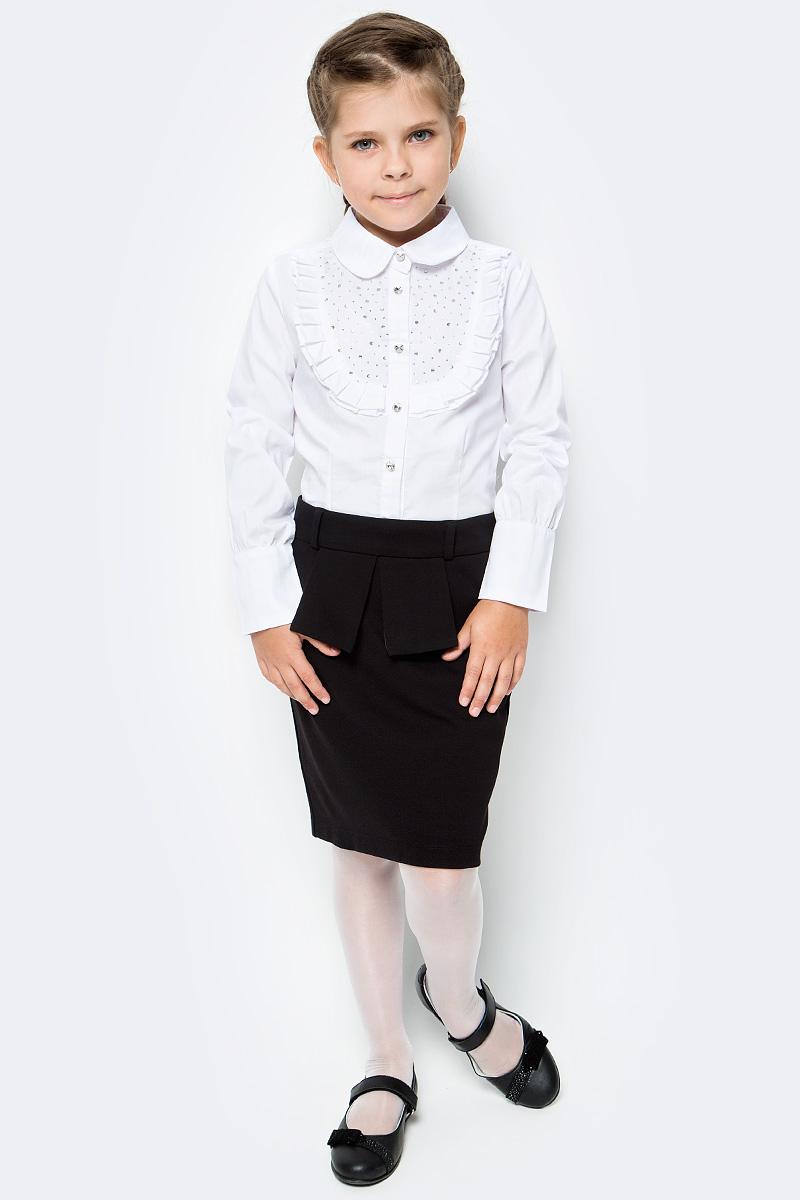 Блузка для девочки Luminoso, цвет: белый. 728246. Размер 146728246Классическая детская блузка Luminoso выполнена из хлопка и полиэстера с добавлением эластана. Модель застегивается на пуговицы, имеет длинные рукава с манжетами на пуговицах и отложной воротник. Грудка дополнена рюшами и стразами.