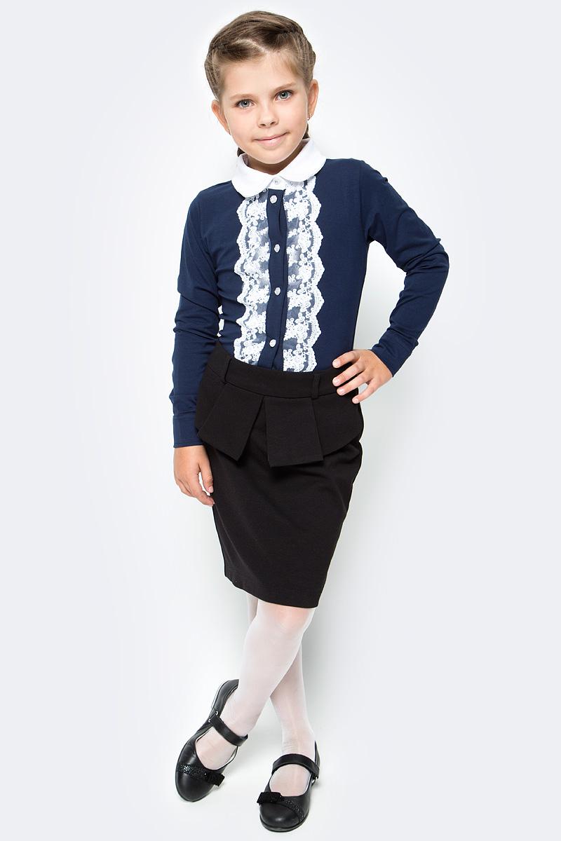 Блузка для девочки Luminoso, цвет: темно-синий, белый. 728146. Размер 122728146Классическая детская блузка Luminoso выполнена из хлопка с добавлением эластана. Модель застегивается на пуговицы, имеет длинные рукава с манжетами на пуговицах и отложной воротник. Декорирована кружевом контрастного цвета.