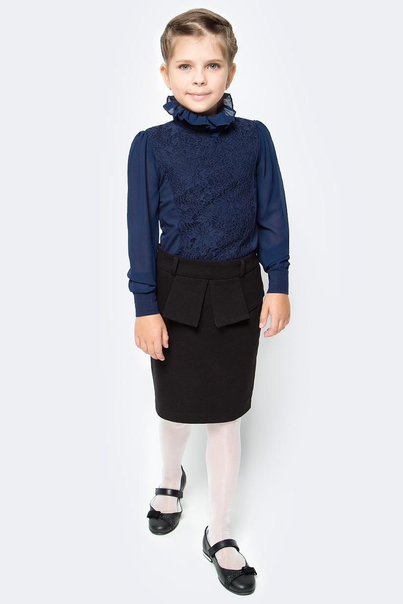 Блузка для девочки Luminoso, цвет: темно-синий. 728163. Размер 128728163Детская блузка Luminoso выполнена из хлопка с добавлением эластана. Модель имеет длинные рукава с эластичными манжетами и воротник-стойку, отделанный рюшами. Сзади вырез капелька и застежка на две пуговицы. Блузка дополнена кружевом и бантиком.