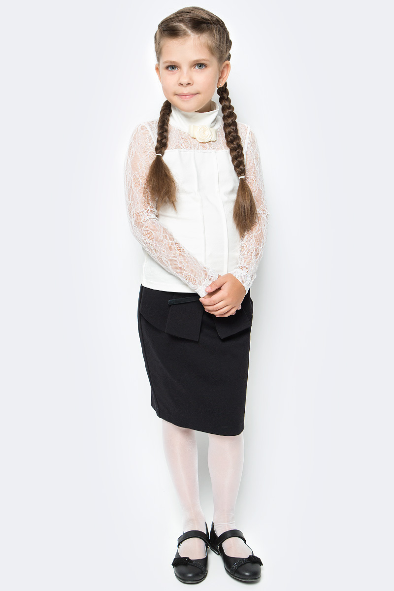 Блузка для девочки Nota Bene, цвет: молочный. CJR270491A17. Размер 128CJR270491A17/CJR270491B17Блузка для девочки Nota Bene выполнена из хлопкового трикотажа в сочетании с гипюром. Модель с длинными рукавами и воротником-стойкой.