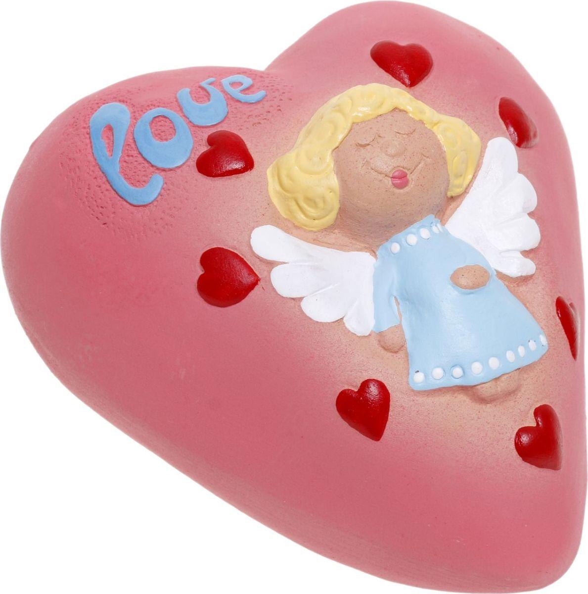 Копилка Сердце с ангелом, 16 х 13 х 10 см1059439Копилка — универсальный вариант подарка любому человеку, ведь каждый из нас мечтает о какой-то дорогостоящей вещи и откладывает или собирается откладывать деньги на её приобретение. Вместительная копилка станет прекрасным хранителем сбережений и украшением интерьера. Она выглядит так ярко и эффектно, что проходя мимо, обязательно захочется забросить пару монет.Копилка является многоразовой, что позволит вам воспользоваться накопленными деньгами в любой момент.