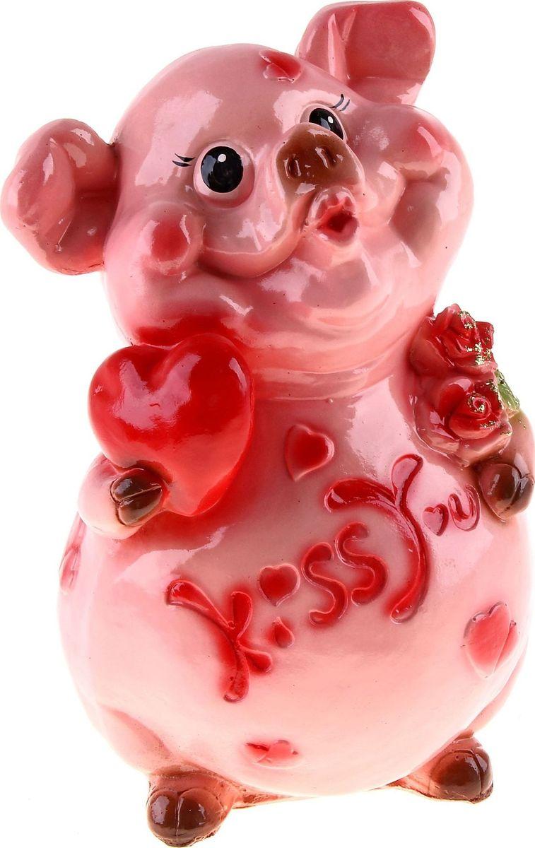 Копилка Свин: Kiss you, 18 х 20 х 29 см168122Копилка-свинка символизирует растущее богатство. Она помогает сохранить те накопления, которые у вас уже имеются, и будет их постоянно пополнять. Желательно поставить её на видное место и положить рядом жёлудь. Пусть все подкармливают вашу хрюшку любыми монетами и даже бумажными купюрами, ведь это непривередливое животное. Не забывайте время от времени натирать ей пятачок - этот ритуал будет привлекать в дом крупные финансовые поступления.Обращаем ваше внимание, что копилка является одноразовой.