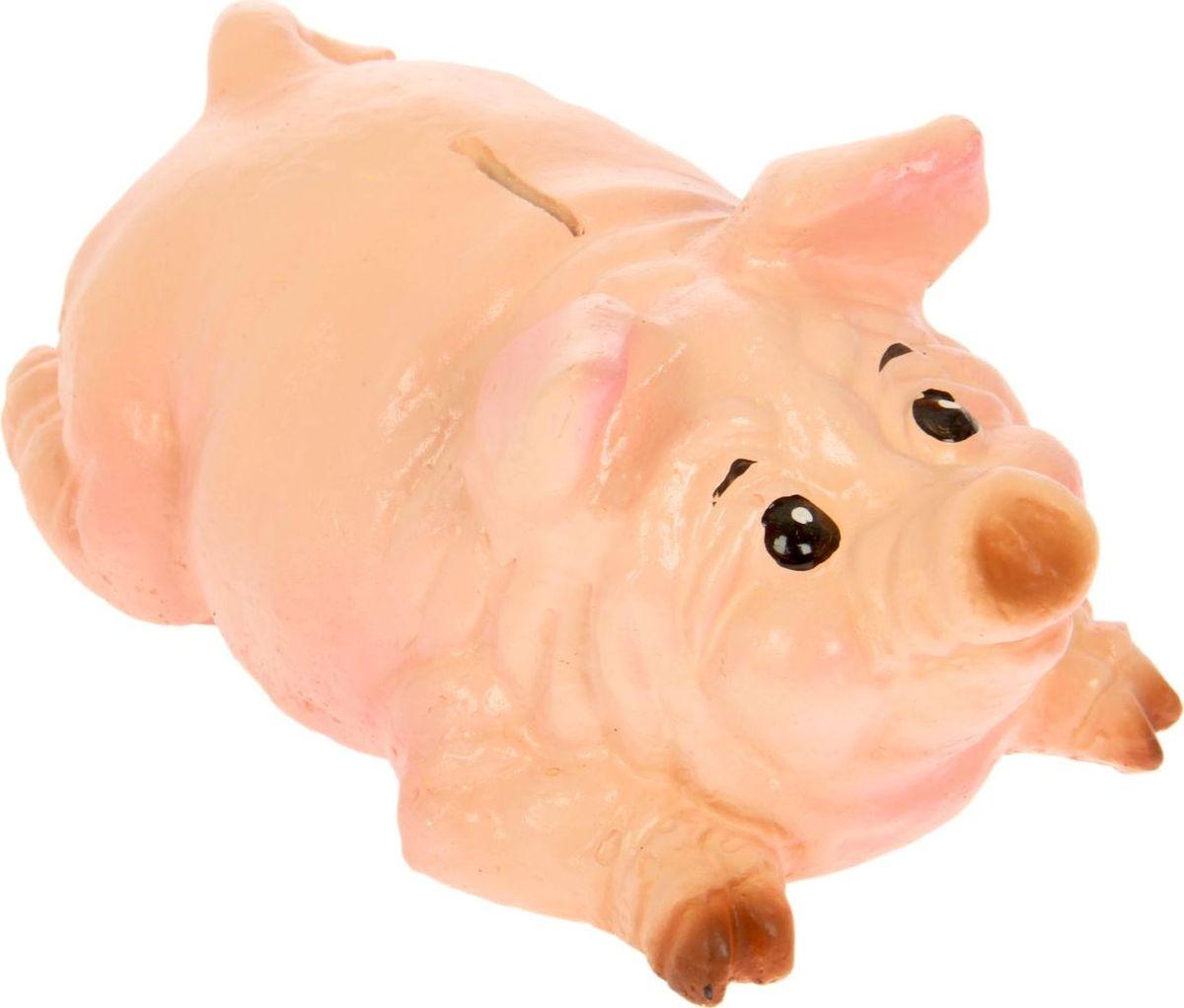 Копилка Свин лежит, 18 см х 12 см х 8 см168125Копилка-свинка символизирует растущее богатство. Она помогает сохранить те накопления, которые у вас уже имеются, и будет их постоянно пополнять. Желательно поставить её на видное место и положить рядом жёлудь. Пусть все подкармливают вашу хрюшку любыми монетами и даже бумажными купюрами, ведь это непривередливое животное. Не забывайте время от времени натирать ей пятачок - этот ритуал будет привлекать в дом крупные финансовые поступления.Обращаем ваше внимание, что копилка является одноразовой.