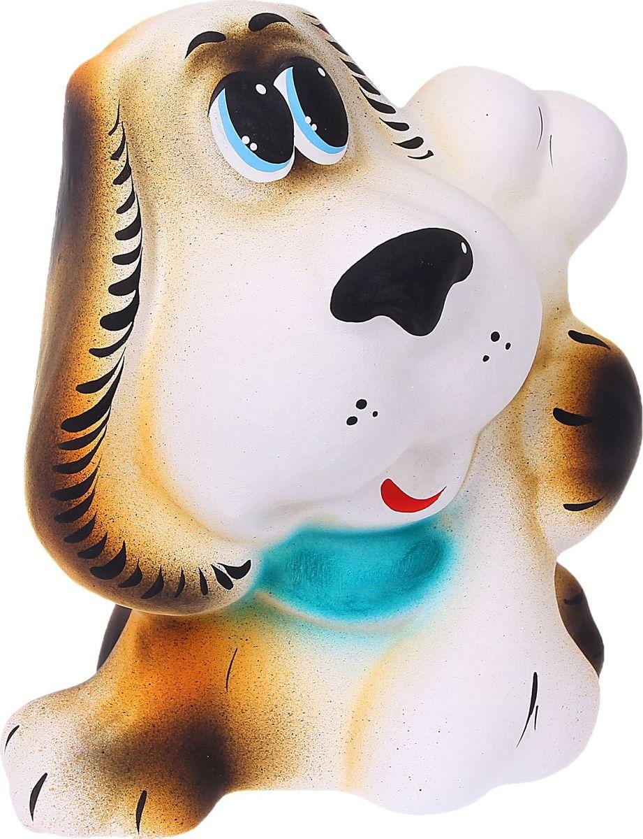 Копилка Собака с костью, 18 х 14 х 20 см489035Копилка — универсальный вариант подарка любому человеку, ведь каждый из нас мечтает о какой-то дорогостоящей вещи и откладывает или собирается откладывать деньги на её приобретение. Вместительная копилка станет прекрасным хранителем сбережений и украшением интерьера. Она выглядит так ярко и эффектно, что проходя мимо, обязательно захочется забросить пару монет.Копилка является многоразовой, что позволит вам воспользоваться накопленными деньгами в любой момент.