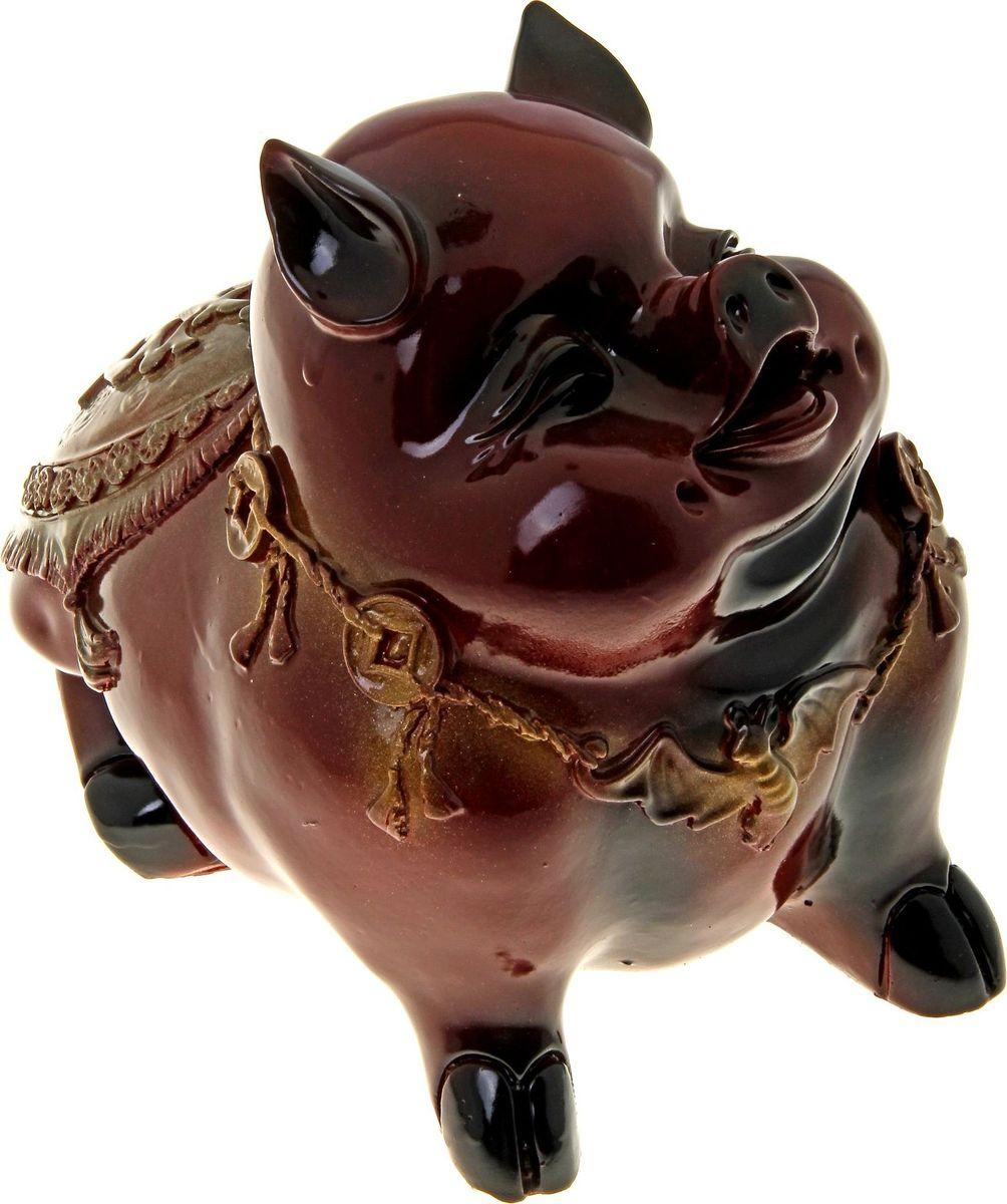 Копилка Поросенок с монетами, 18 х 22 х 20 см787567Копилка — универсальный вариант подарка любому человеку, ведь каждый из нас мечтает о какой-то дорогостоящей вещи и откладывает или собирается откладывать деньги на её приобретение. Вместительная копилка станет прекрасным хранителем сбережений и украшением интерьера. Она выглядит так ярко и эффектно, что проходя мимо, обязательно захочется забросить пару монет.Обращаем ваше внимание, что копилка является одноразовой.