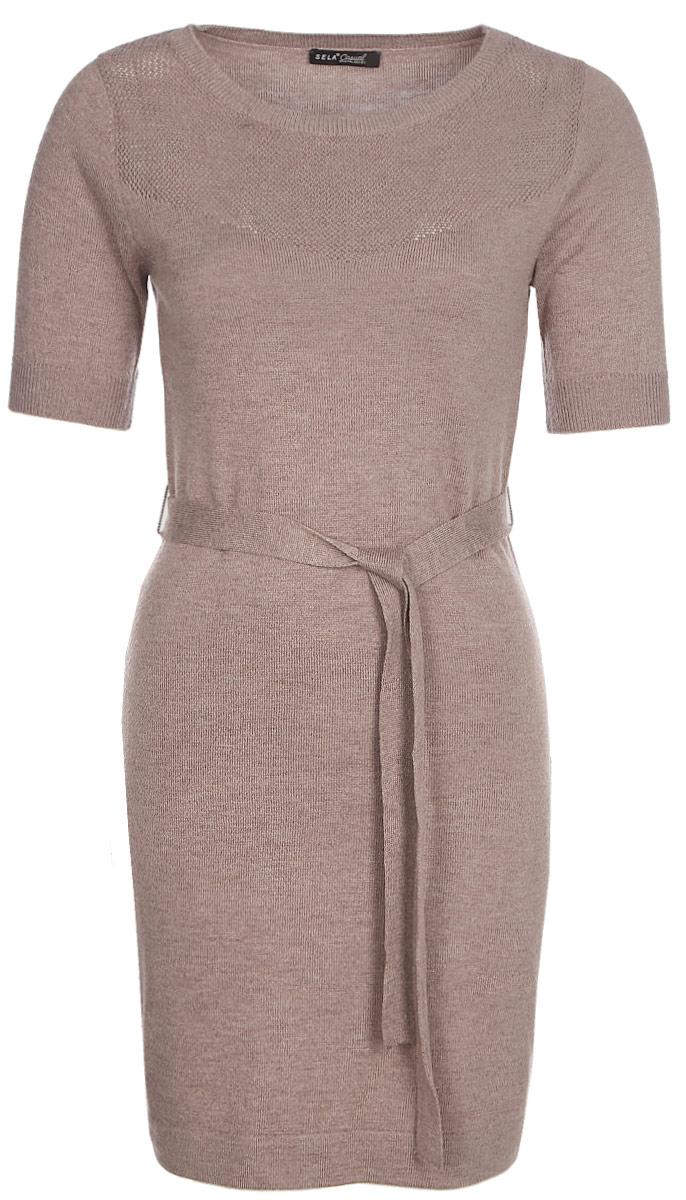 Платье Sela, цвет: серо-фиолетовый. DSw-117/227-7321. Размер XS (42)DSw-117/227-7321Стильное платье от Sela выполнено из пряжи сложного состава. Модель полуприлегающего силуэта с короткими рукавами на талии дополнено поясом.