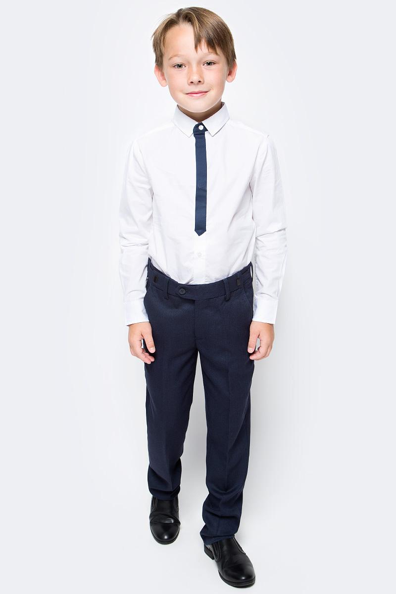 Брюки для мальчика Gulliver, цвет: синий. 217GSBC6305. Размер 170217GSBC6305Классические брюки для мальчика - основа повседневного школьного гардероба. В сочетании с любым верхом, они смотрятся строго, настраивая на деловую волну. Хороший состав и качество ткани обеспечивают брюкам достойный внешний вид, долговечность и неприхотливость в уходе. Школьные брюки для мальчика имеют удобную регулировку пояса, создающую комфортную посадку изделия на любой фигуре.