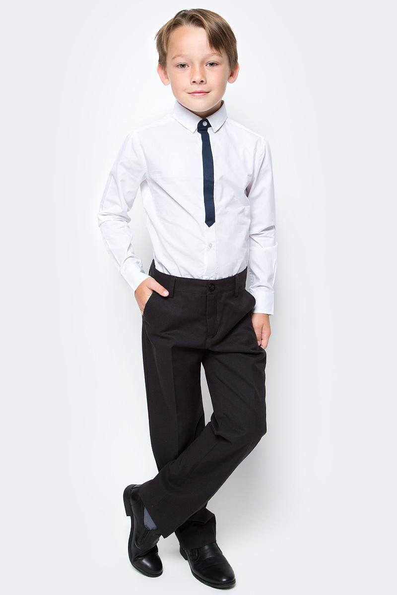 Брюки для мальчика Button Blue, цвет: черный. 217BBBS63010800. Размер 134, 9 лет217BBBS63010800Школьные брюки от Button Blue - основа повседневного гардероба ученика. Брюки для школы практичны, хорошо сидят, не мешают свободе движений, обеспечивая ежедневный комфорт.Брюки с карманами застегиваются на молнию и пуговицу и дополнены шлевками для ремня.