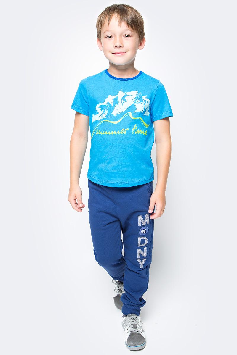 Футболка для мальчика M&D, цвет: голубой. SJF17015M10. Размер 134SJF17015M10Стильная футболка M&D для мальчика изготовлена из натурального хлопка, она необычайно мягкая и приятная на ощупь, не сковывает движения ребенка и придает комфорт.Футболка с короткими рукавами и круглым вырезом горловины оформлена оригинальным принтом. Вырез горловины дополнен трикотажной бейкой.