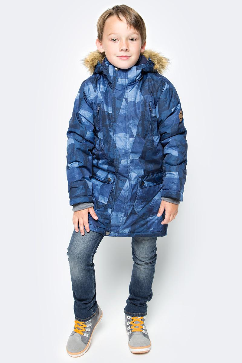 Куртка для мальчика Huppa Vesper, цвет: темно-синий. 17480030-72486. Размер 15817480030-72486Куртка для мальчика Huppa c длинными рукавами, воротником-стойкой и съемным капюшоном выполнена из высококачественного водонепроницаемого и ветрозащитного материала на основе полиэстера. Модель застегивается на застежку-молнию с защитой подбородка спереди и имеет ветрозащитный клапан на кнопках. Куртка дополнена светоотражающими элементами, все швы проклеены.