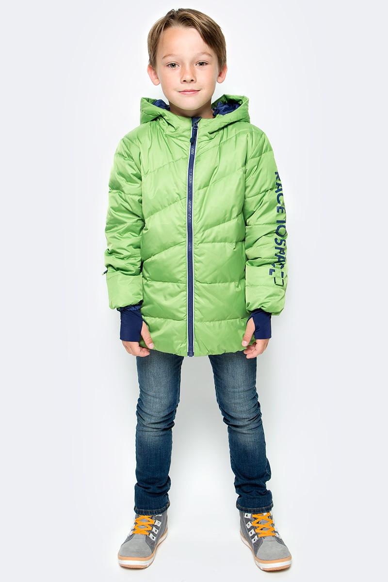 Куртка для мальчика PlayToday, цвет: зеленый, синий. 371152. Размер 98371152Теплая куртка-пуховик PlayToday- отличное решение для прогулок в холодную погоду. Куртка на молнии, специальный карман для фиксации бегунка не позволит застежке травмировать нежную детскую кожу. Подкладка из мягкого флиса. Модель с высоким содержанием пуха, дополнена снегозащитной юбкой. Вшивной капюшон дополнен регулируемым шнуром-кулиской.