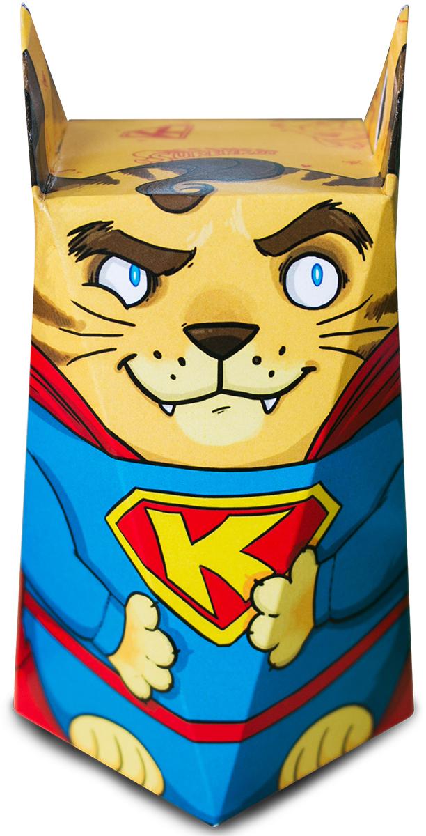 Chokocat Суперкот молочный шоколад, 50 гFC003Суперкот. Еще котенком он был отправлен на Землю своим отцом Кот-Элом за несколько минут до уничтожения их родной планеты. Его нашла и приютила добрая семья фермера. Земные родители дали котенку имя Кралк Кот. Еще в раннем возрасте у котика проявились сверхкошачьи способности, которые он решил применять только на благо.