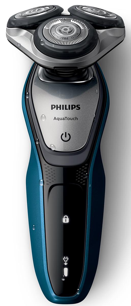 Philips S5420/06 электробритва с насадкой-триммеромS5420/06Бритва Philips S 5420/06 обеспечивает освежающее бритье и защищает кожу. Система лезвий MultiPrecision с закругленными краями бритвенных головок легко скользит по коже для бережного и безопасного бритья. Система лезвий MultiPrecision с закругленными краями бритвенных головок легко скользит по коже для бережного и безопасного бритья.Уплотнение Aquatec позволяет выбирать наиболее комфортный способ бритья: быстрое и комфортное сухое бритье или влажное бритье с использованием геля или пены. Вы можете использовать прибор даже в душе. Система лезвий MultiPrecision в несколько движений приподнимает и срезает волоски и щетину. Головки Flex двигаются независимо друг от друга в 5 направлениях. Это гарантирует оптимальный контакт с кожей для быстрого и гладкого бритья даже на шее и подбородке.Чтобы завершить образ, используйте безопасный для кожи съемный компактный триммер. Он идеально подходит для моделирования усов и подравнивания висков. Один цикл зарядки обеспечивает от 45 минут автономной работы или примерно 15 сеансов бритья. Бритва работает только в беспроводном режиме.Мощный энергоэффективный и долговечный литий-ионный аккумулятор обеспечивает долгое время работы бритвы после каждой зарядки. Быстрой зарядки в течение 5 минут хватает для проведения одного сеанса бритья. На интуитивно понятном дисплее отображается вся необходимая информация, что позволяет в полной мере использовать все возможности вашей бритвы: одноуровневый индикатор аккумулятора, индикатор очистки, индикатор низкого заряда аккумулятора, индикатор замены головки, индикатор дорожной блокировкиСистема двойных лезвий Super Lift & Cut обеспечивает идеально чистое и гладкое бритье. Первое лезвие приподнимает волоски, а второе — аккуратно срезает их у самого основания. На все бритвы Philips S 5420/06 распространяется 2-летняя гарантия. Приборы поддерживают напряжения разных стандартов. Долговечные лезвия необходимо менять лишь раз в 2 года. Philips за