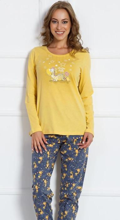 Комплект домашний женский Vienettas Secret Динозаврик под звездами: брюки, лонгслив, цвет: желтый. 703019 3130. Размер XL (50)703019 3130Женский домашний комплект Vienettas Secret «Динозаврик под звездами» включает в себя лонгслив и брюки. Комплект изготовлен из приятного высококачественного эластичного хлопка, очень мягкий на ощупь, не раздражает нежную и чувствительную кожу и хорошо вентилируются. Брюки свободного кроя снабжены резинкой на талии. Лонгслив с длинными рукавами и круглым вырезом горловины украшен принтом.