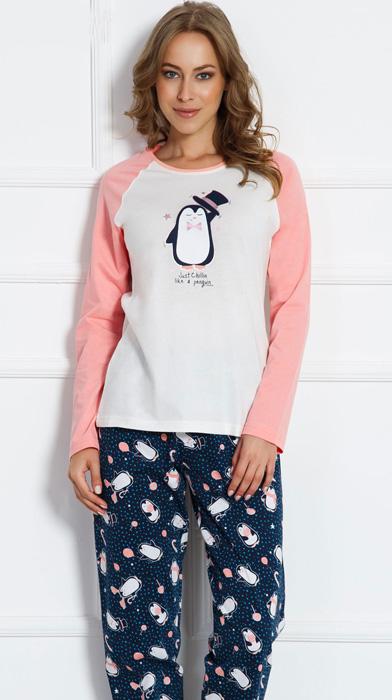 Комплект домашний женский Vienettas Secret Пингвин: брюки, лонгслив, цвет: белый. 703041 3126. Размер XL (50)703041 3126Женский домашний комплект Vienettas Secret «Пингвин» включает в себя лонгслив и брюки. Комплект изготовлен из приятного высококачественного эластичного хлопка, очень мягкий на ощупь, не раздражает нежную и чувствительную кожу и хорошо вентилируются. Брюки свободного кроя снабжены резинкой на талии. Лонгслив с длинными рукавами и круглым вырезом горловины украшен принтом.