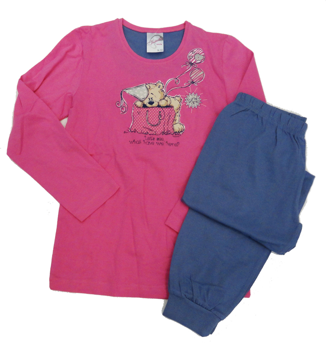 Комплект домашний для девочки Vienettas Secret Мишка в сумке: брюки, лонгслив, цвет: фуксия. 403373 4433. Размер 158/164, 14 лет403373 4433Комплект домашний для девочки Vienettas Secret изготовлен из натурального хлопка с ярким принтом, состоящий из брюк и лонгслива, идеально подойдет вашей маленькой принцессе. Предметы комплекта очень мягкие на ощупь, не раздражают даже самую нежную и чувствительную кожу ребенка и хорошо вентилируются.