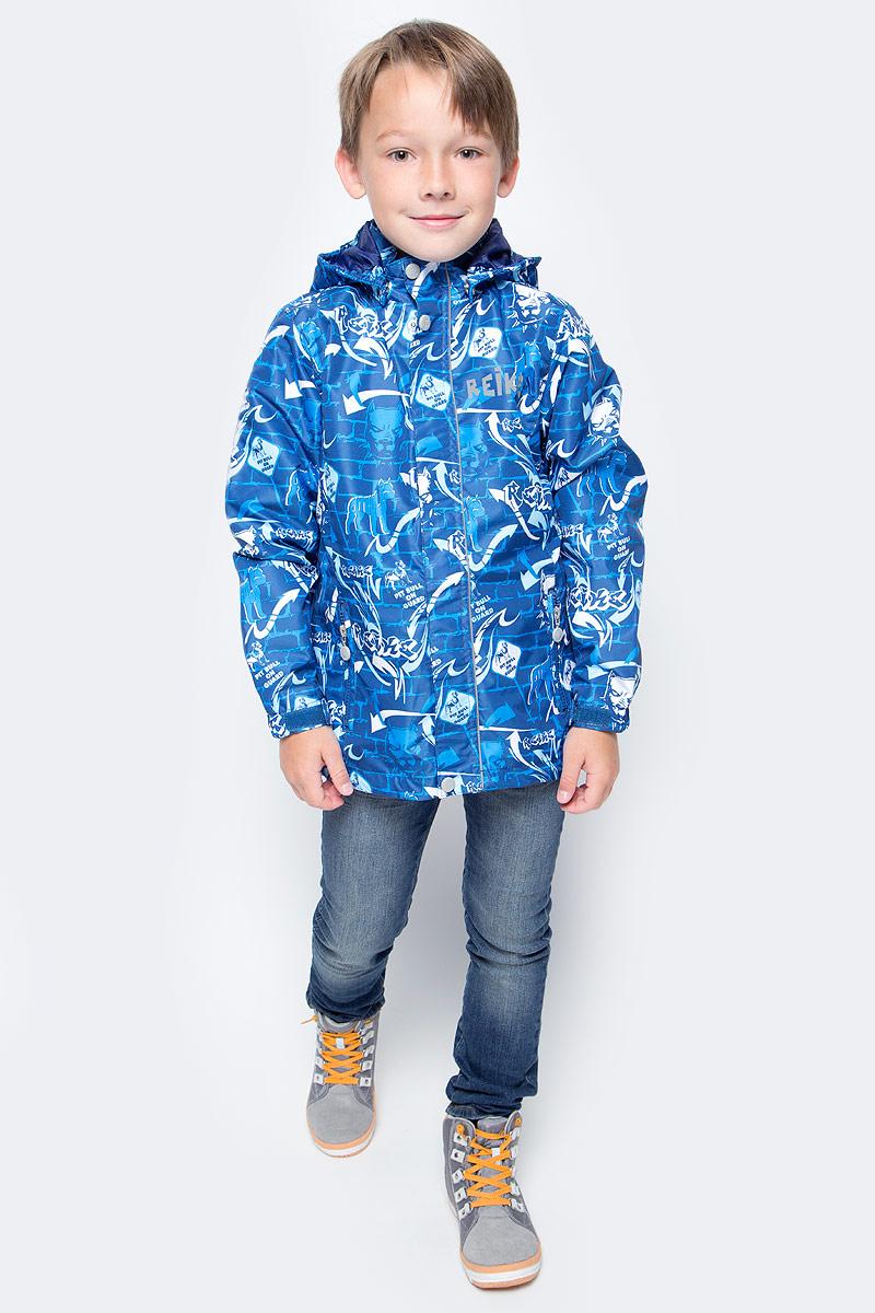 Куртка для мальчика Reike Питбуль, цвет: синий. 36941220. Размер 128, 8 лет36 941 220_Pitbull blueСтильная куртка для мальчика Reike Питбуль выполнена из ветрозащитного, водоотталкивающего и дышащего мембранного материала с подкладкой из микрофлиса. Модель с воротником-стойкой, защищающим от ветра, застегивается на молнию с защитой подбородка и оформлена молодежным принтом в стиле серии. Манжеты рукавов на резинке дополнительно регулируются с помощью липучек. Модель дополнена съемным капюшоном, утянутым резинкой, двумя прорезными карманами на молниях и светоотражающими элементами на спине. Особенности изделия:- базовый уровень; - коэффициент воздухопроницаемости: 2000гр/м2/24 ч;- водоотталкивающее покрытие: 2000 мм.