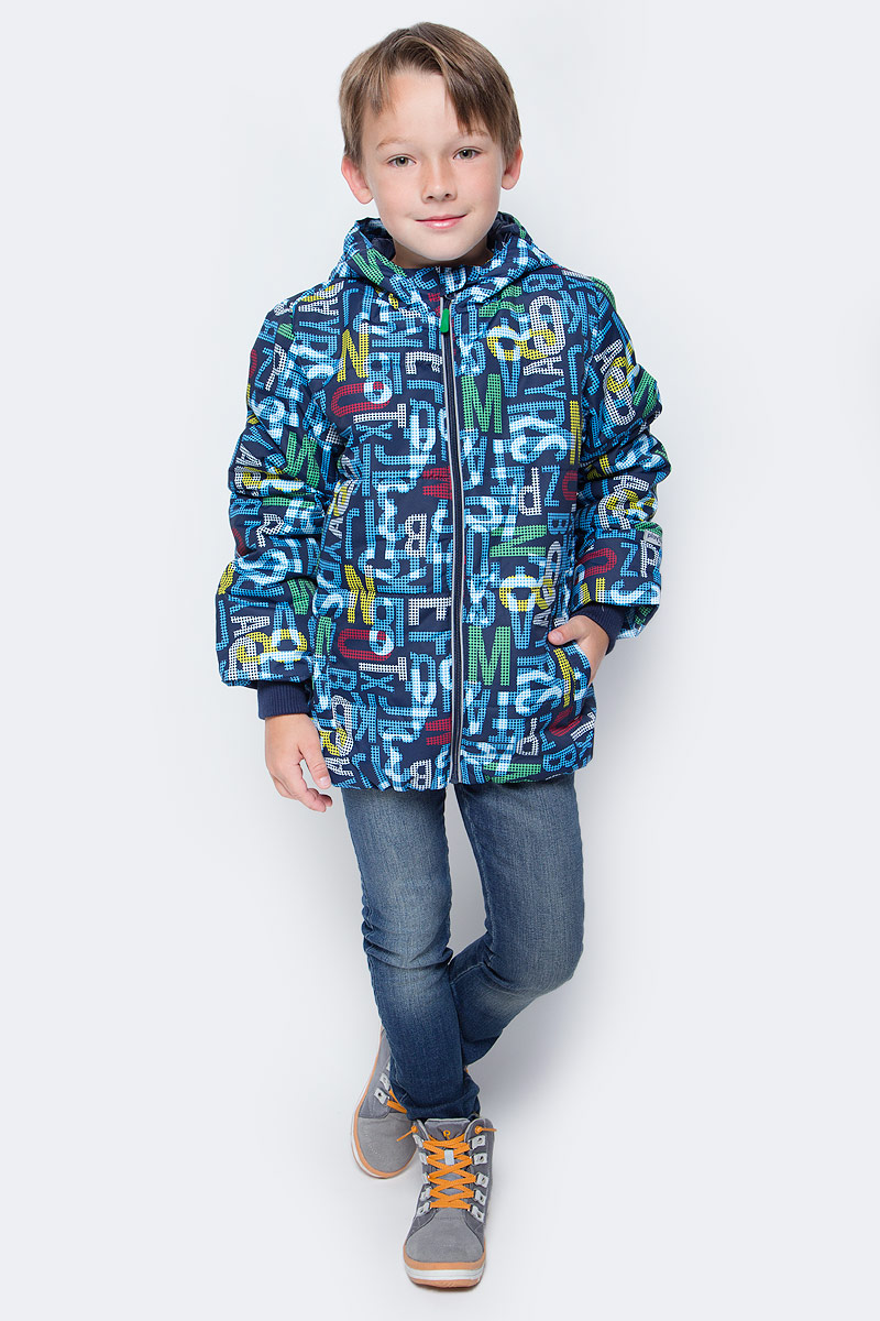 Куртка для мальчика PlayToday, цвет: темно-синий, голубой, темно-зеленый, темно-красный. 171001. Размер 98171001Практичная утепленная куртка со специальной водоотталкивающей пропиткой защитит вашего ребенка в любую погоду! Мягкие трикотажные резинки на рукавах защитят вашего ребенка - ветер не сможет проникнуть под куртку. Специальный карман для фиксации застежки-молнии не позволит застежке травмировать нежную детскую кожу. Даже у самого активного ребенка капюшон не спадет с головы за счет удобного регулируемого шнура - кулиски. Модель снабжена светоотражателями на рукаве и по низу изделия - ваш ребенок будет виден даже в темное время суток