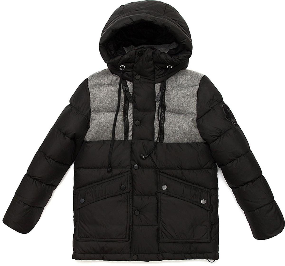 Куртка для мальчика Vitacci, цвет: черный. 1171481-03. Размер 1301171481-03Удлиненная куртка для мальчика Vitacci, изготовленная из полиэстера, станет стильнымдополнением к детскому гардеробу.Подкладка выполнена из полиэстера и дополнительно утеплена флисом по спинке. В качестве наполнителя используется биопух.Куртка со съемным капюшоном и воротником-стойкой застегивается на пластиковую застежку-молнию и дополнительно имеет внешнюю ветрозащитную планку на кнопках. Температурный режим от -10°С до -25°С.Теплая, удобная и практичная куртка идеально подойдет юному моднику для прогулок!