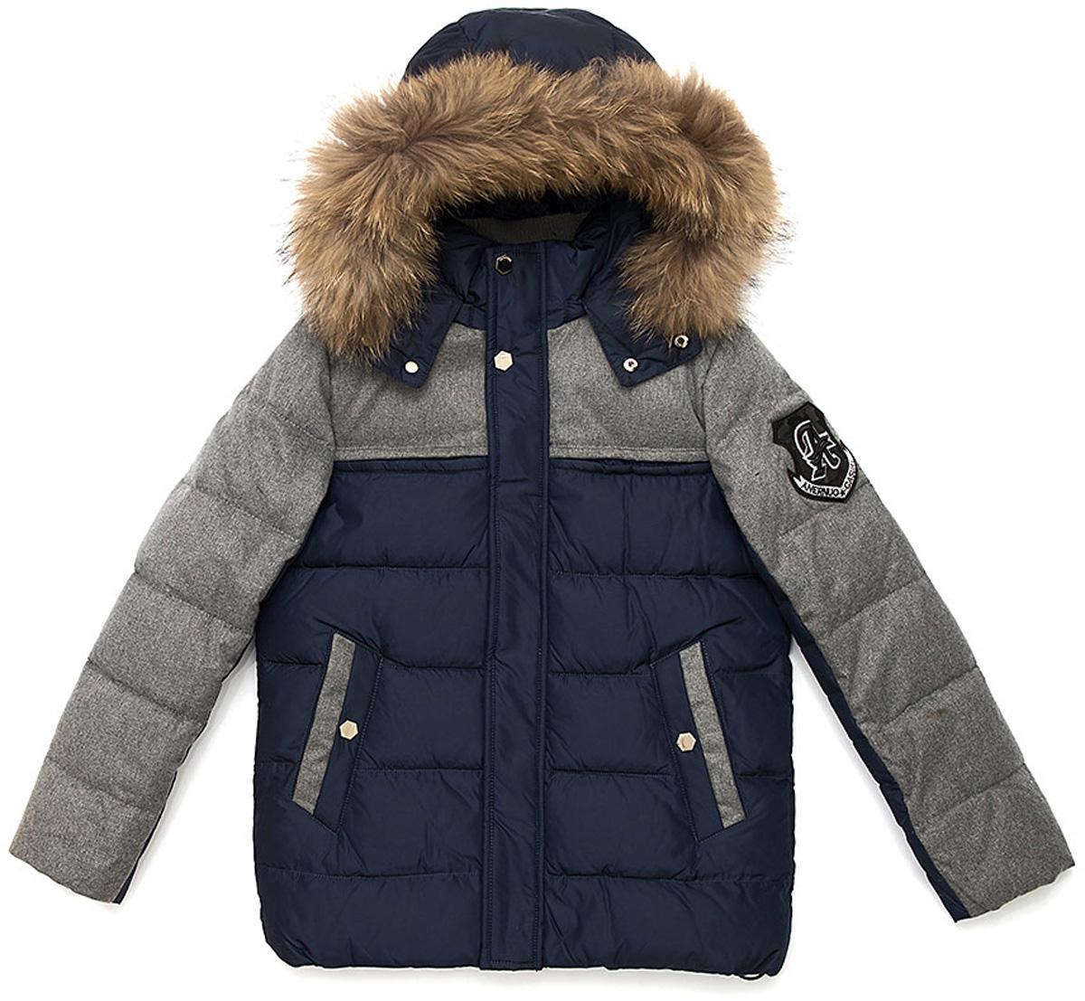 Куртка для мальчика Vitacci, цвет: синий. 1171484-04. Размер 1601171484-04Куртка для мальчика. Капюшон съемный, отделка из натурального меха. Подкладка дополнительно утеплена флисом по спинке. Наполнитель БИО ПУХ. Температурный режим от -10°С до -25°С
