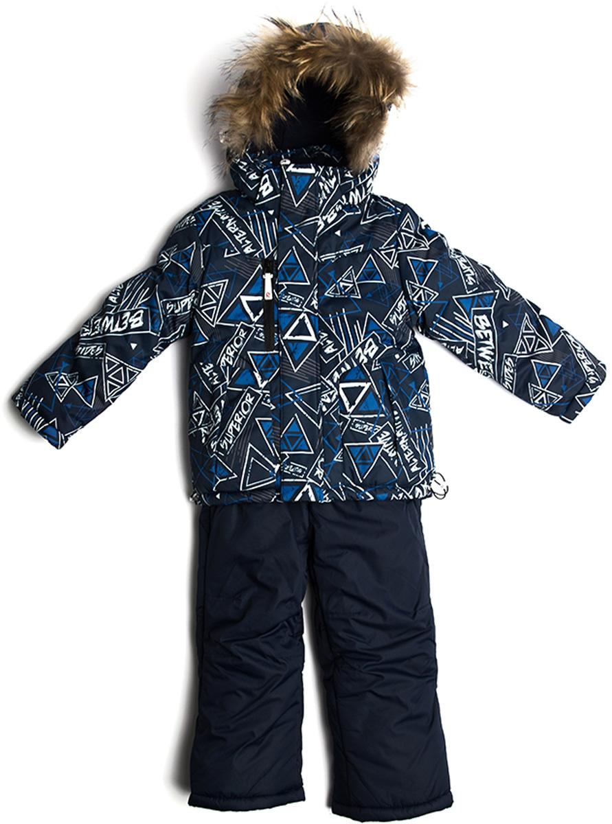 Комплект верхней одежды для мальчика Vitacci: брюки, куртка, цвет: синий. 1171489-04. Размер 1221171489-04Комплект для мальчика Vitacci включает в себя куртку и брюки. Куртка с длинными рукавами и капюшоном выполнена из нейлона и оформлена ярким принтом. Капюшон на куртке съемный, с отделкой из натурального меха. Подкладка изготовлена из полиамида и дополнительно утеплена флисом по спинке. В качестве наполнителя используется синтепон. Модель имеет внешнюю ветрозащитную планку. Температурный режим от -5°С до -20°С.